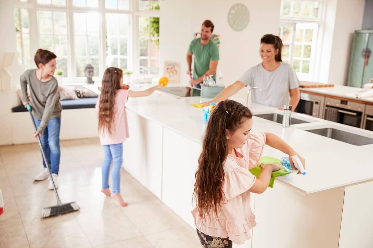 Solliciter toute la famille pour entretenir sa maison